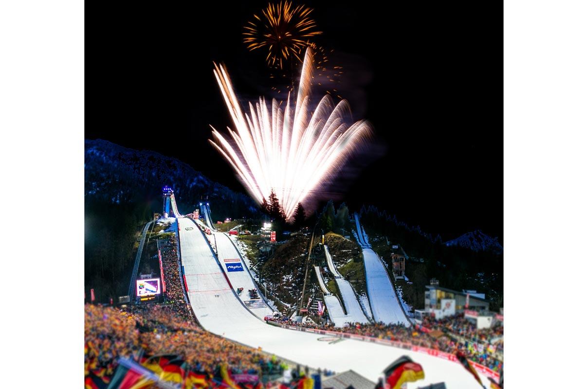 Rothdach-Feuerwerk-Ski